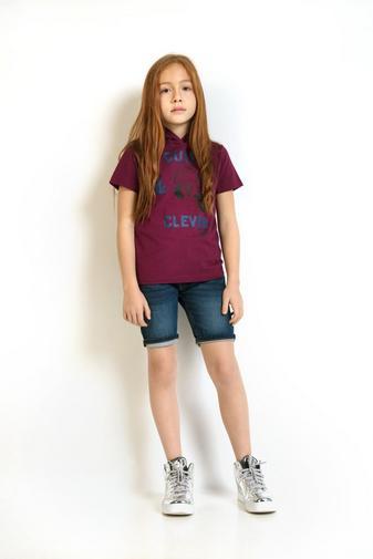 T-shirt pourpre, capuchon